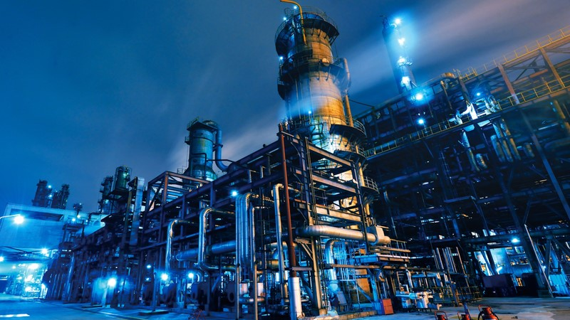 Simulation for predictive analytics in petrochemical refining