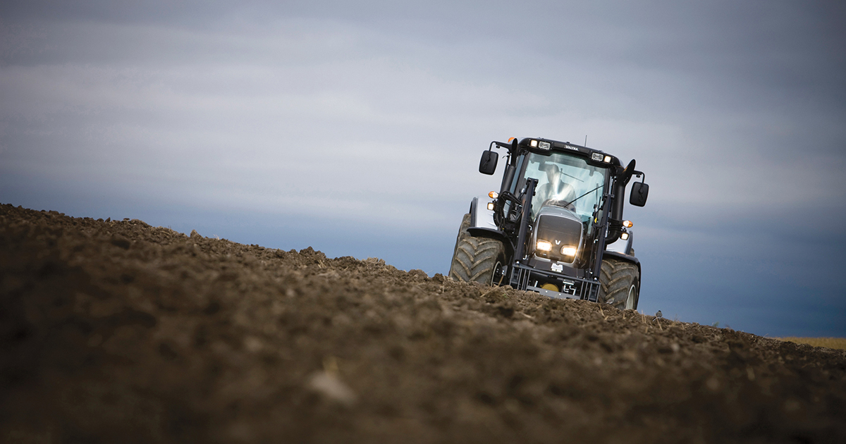 Simcenter Engineering services help tractor manufacturer to